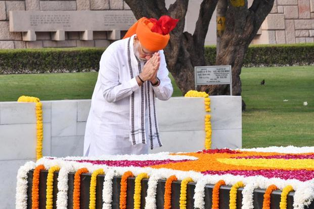 PM Narendra Modi paying homage to Mahatma Gandhi on the occasion of Independence Day. Photo: PIB