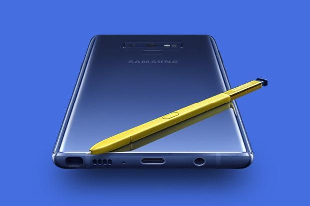 Samsung Galaxy Note 9 closely resembles the Note 8—it has a similar glass back finish, a thin bezel display that curves sideways and sharper edges which gives it a slab like appearance