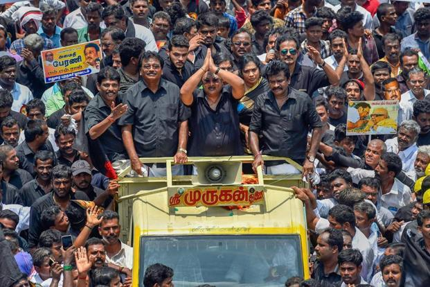 Expelled DMK leader M.K. Alagiri leads a 'silent rally' to the Marina beach in Chennai on Wednesday. Photo: PTI
