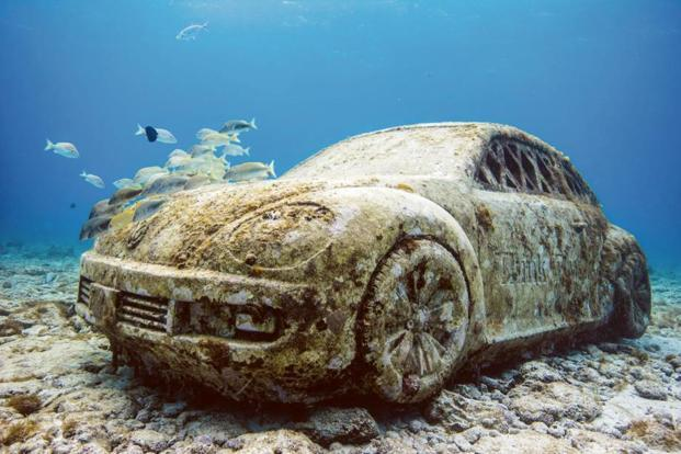 'Anthropocene', a life-sized replica of the Volkswagen Beetle, in Cancun's Museo Subacuático de Arte. Photo: Alamy