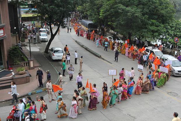 Women take part in the protest organised by the Sanatan Sanstha Thane and Hindu Janjagruti Samiti Gadkaei to Chintamani Chowk, to voice their support for the Sanatan Sanstha and condemn the ploy to ban the organization, in Thane on 28 August. Photo: HT