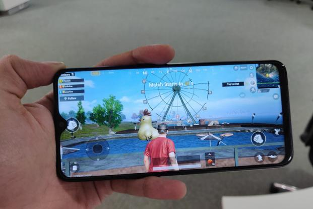 Due to poor app optimisation, the notch takes up a bit of screen real estate when it comes to gaming.