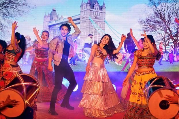 Bollywood actors Warina Hussain (R) and Aayush Sharma perform during the promotion of their Hindi film 'Loveyatri'. Photo: PTI