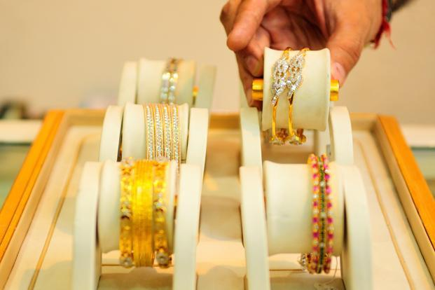 Gold prices fell by Rs 30 to Rs 31,870 per 10 gram.