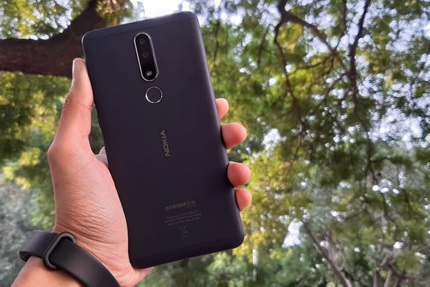 The back of the Nokia 3.1 Plus features two cameras—a 13MP primary shooter with an aperture of f/2.0 aperture and a 5MP secondary clicker with an aperture of f/2.4