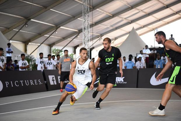 Delhi's Inderbir Singh Gill and Novi Sad's Dusan Bulut compete at the Hyderabad 3x3 event.