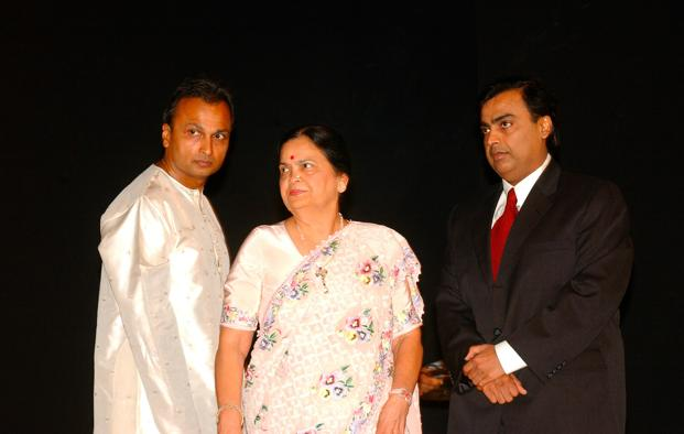 Anil Ambani and Mukesh Ambani with their mother Kokilaben in 2005. A feud between the brothers following their father's death dogged Reliance Industries until their mother stepped in during 2005 and brokered a truce. Photo: India Today