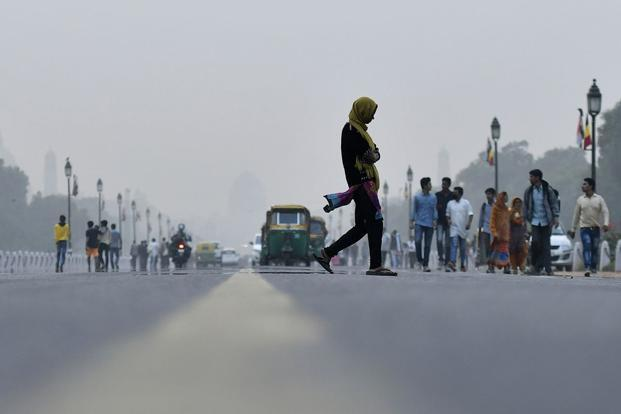 "The number of ""very unhealthy"" days or worse—when levels of dangerous particles called PM2.5 crossed 200—rose to 84 in New Delhi in 2017 from 66 in 2015. Photo: Bloomberg"
