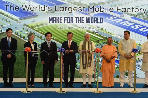 South Korea's President Moon Jae-in (4L) and India's Prime Minister Narendra Modi (4R) cut ribbons as Chief Minister of Uttar Pradesh state Yogi Adityanath (3R) during the inauguration of the world's largest mobile factory at the Samsung India electronics private limited in Noida. Photo: AFP