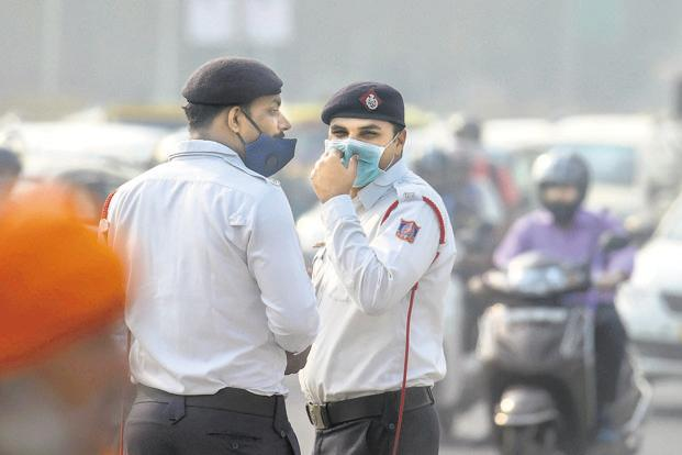 SAFAR's data showed that PM 2.5 level was more than eight times the permissible limit, while PM 10 was six times the permissible limit. Photo: PTI
