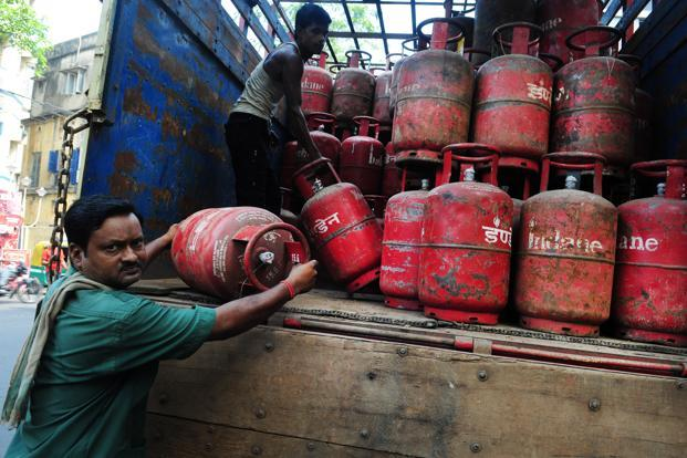 Rates of non-subsidised LPG cylinders have been increased by Rs 60 in Delhi already this month. The market price of such non-subsidised LPG cylinders has now been increased from Rs 939 to Rs 972.50. Photo: Mint