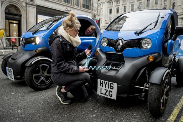 Models of the Renault Twizy at the Regent Street Motor Show in London in 2017. Photo: AFP