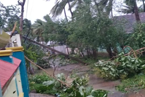 Cyclone kills 13 in southern India, 80K people evacuated