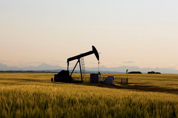 Oil prices fall on swelling glut, economic growth concerns