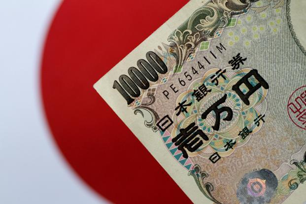 Yen climbs on safe-haven appeal amid China growth fears