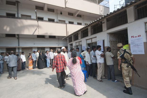 People line up to cast their vote in Bangalore. Photo: Aniruddha Chowdhury/Mint (Aniruddha Chowdhury/Mint)