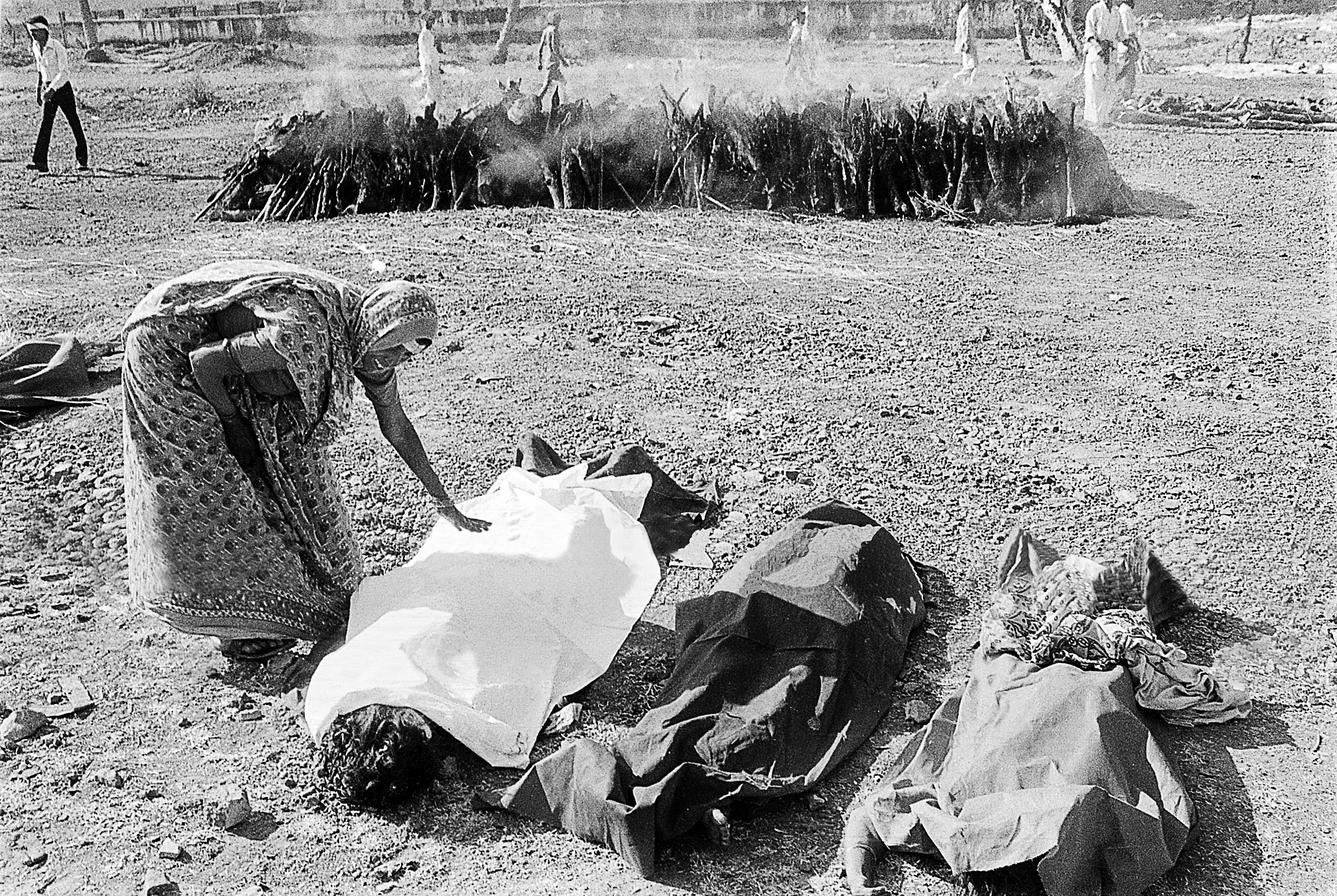 the summary of bhopal disaster The bhopal disaster was an industrial catastrophe that occurred at a pesticide plant owned and operated by union carbide (ucil) in bhopal, madhya pradesh, india around midnight on the intervening night of december 2–3, 1984, the plant released methyl isocyanate (mic) gas and other toxins, resulting in the exposure of over.