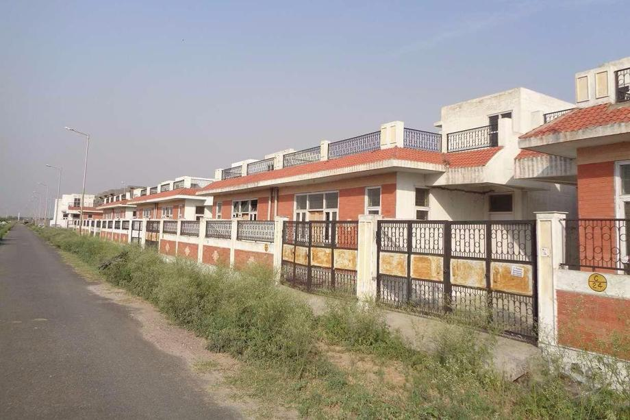 Many houses are owned by investors and brokers, who don't want to bring down prices. Photo: Pradeep Gaur/Mint